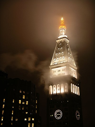 Metropolitan Life Insurance Company Tower at Night with Fog.jpg