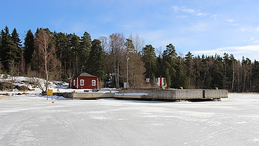 Miessaari pier, Espoo (March 2018, 1).jpg