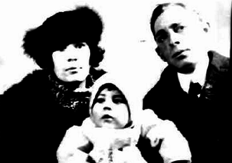 Miller Pontius - Pontius with wife Mildred and son David (1922)