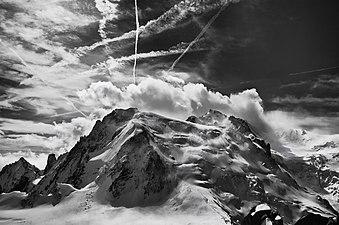 Mont Blanc du Tacul depuis l'Aiguille du Midi.jpg