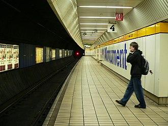 Monument Metro station - Image: Monument T&W Metro station platfom 4 01