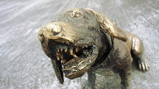 Monumento de los colonizadores in Manizales, dog