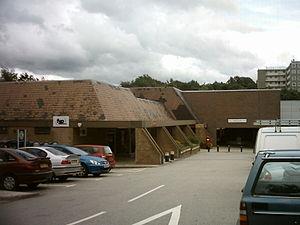 Moor Allerton - Image: Moorallertoncentre 1