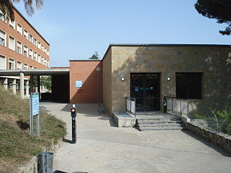 Montbau - Edifici de Migdia: Pedagogia and Formació del Professorat degree buildings (UB)