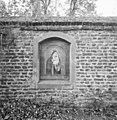 Muur van de kloostertuin met afbeelding van Maria en Jezus in nis - Boxmeer - 20329420 - RCE.jpg