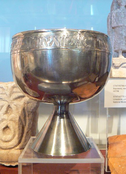 Файл:NHMB-Chalice-with-donation-inscription-of-Emperor-JustinianI-and-Empress-Theodora--Nova-Nadezhda-6centuryAD--replica.jpg