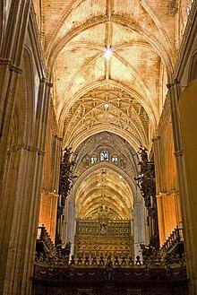 History of seville wikipedia - Catedral de sevilla interior ...