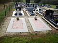 Neuville-Day-08-sépultures militaires-S02.JPG
