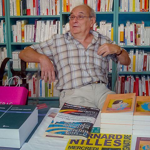 Mr Bernard NILLES lors d'une scéance d'autographe à la Librairie Goulard sur le Cours Mirabeau