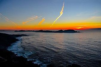 No hay cuadro más maravilloso que el solpor tras las Islas Cíes - Costa da Vela.jpg