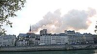 Notre-Dame de Paris, Incendie 15 avril 2019 19h04.03.jpg