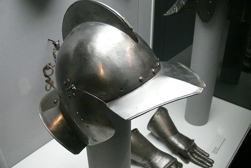 File:OHM - Sturmhaube.jpg