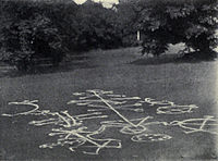 Picture of figures drawn in chalk on the ground