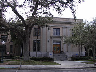 Old Lee County Courthouse side.jpg