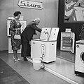 Opening van tentoonstelling voor huishoudelijke apparaten, Bestanddeelnr 911-5493.jpg
