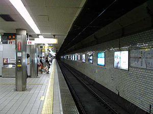 Tenjimbashisuji Rokuchōme Station - Sakaisuji Line/Hankyu Senri Line platform