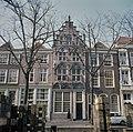 Overzicht van de voorgevel met trapgevel - Delft - 20384421 - RCE.jpg