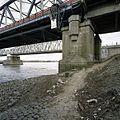 Overzicht van een van de pijlers van de oude verkeersbrug, aan de zuidzijde - Zaltbommel - 20384827 - RCE.jpg