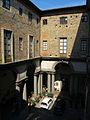 Palazzo nonfinito, cortile visto dal primo piano 02.JPG
