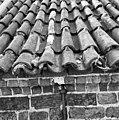 Pannendak, bestaande uit holle en bolle dakpannen, tijdens restauratiewerkzaamheden - Bornwird - 20329556 - RCE.jpg