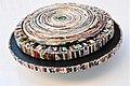 Paper spiral - יצירת ספירלה מעגלית מנייר מגזינים.jpg