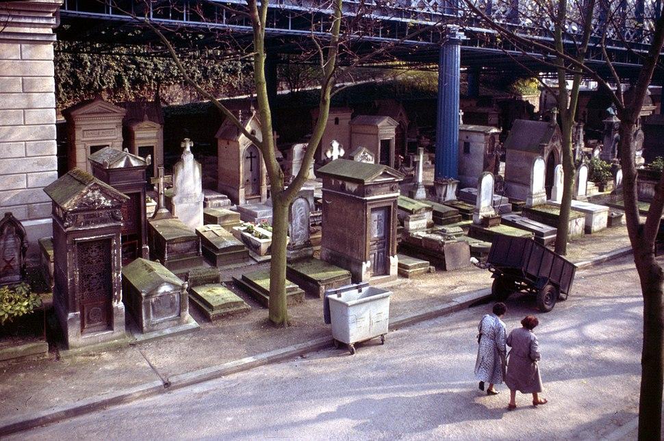 Paris-Friedhof Montmarte-080-Bruecke-1991-gje