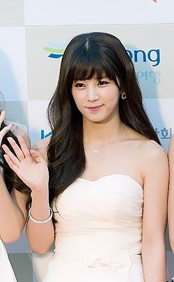 Park Cho-rong at 2014 K-pop Awards red carpet.jpg
