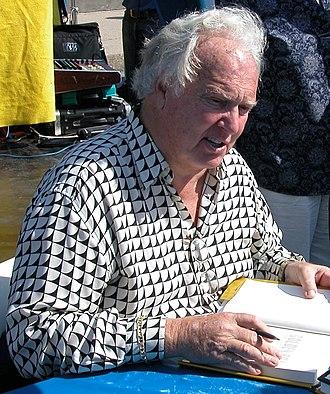 Paul Hornung - Hornung signing a copy of his book Golden Boy in 2004