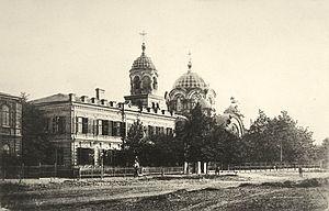 Петропавловская богадельня и Скорбященская церковь на дореволюционной открытке