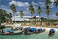 Phi-Phi Pier area 2007 - panoramio.jpg