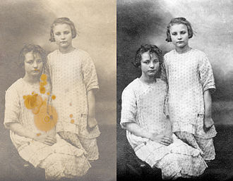 Photograph conservator - Anna and Germaine Sierens ca. 1924. Photo restoration by Michel Vuijlsteke.
