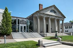 Pilgrim Hall Museum - Plymouth, Massachusetts, USA - August 13, 2015.jpg