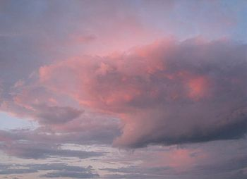 English: Pink storm clouds over Lake Erie