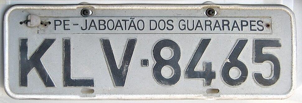 Placa de veículo Brasil Pernambuco-Jaboatão dos Guararapes KLV-8465 atrás