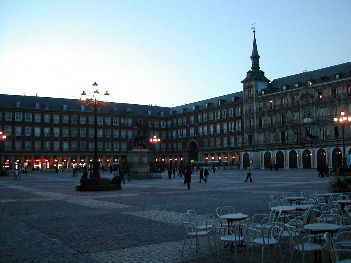 Plaza mayor madrid wikip dia a enciclop dia livre for Pisos turisticos madrid