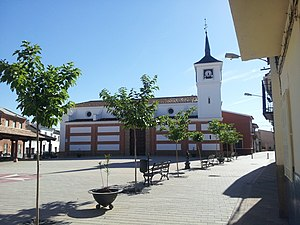 Plaza mayor e iglesia Las Labores.jpg
