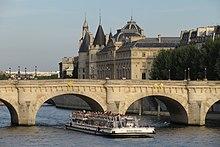 220px pont neuf with bateaux - Vernis pont de bateau ...