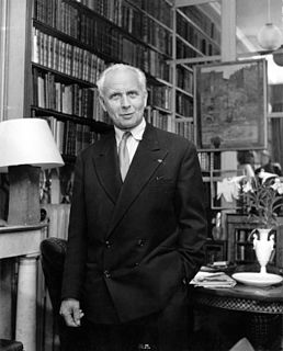 image of Louis Aragon from wikipedia