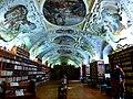 Prag – Kloster Strahov, Bibliothek im Philosophensaal - Strahovský klášter knihovna v pokoji filozofů - panoramio.jpg