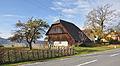 Preitenegg Ortseingang im Osten Scheune mit Holzzaun 23102010 010.jpg