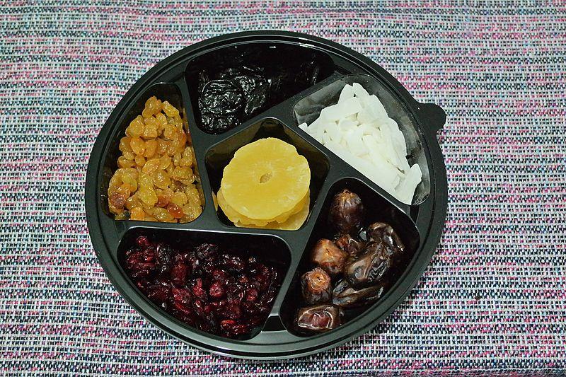 File:Prepackaged set of dried fruits for the Tu BiShvat seder.jpg