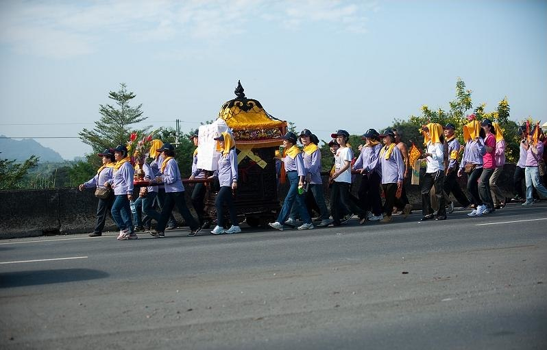 Procession with xingshen (traveling image of the god) in central Taiwan