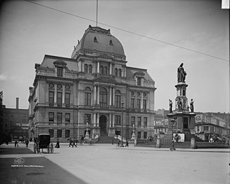 Providence City Hall - Image: Providence RI City Hall and Soldiers' & Sailors' Monument (cropped)