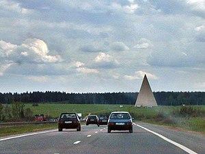 Пирамида на Новорижском шоссе 55°47′03″ с. ш. 37°03′49″ в. д.HGЯOL