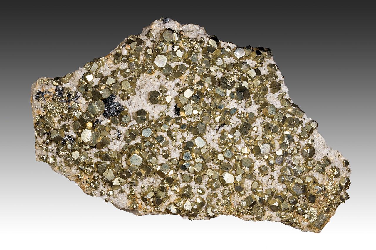 Minéraux et pierres précieuses - Page 23 1280px-Pyrite_batere