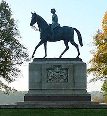Statue of Elizabeth II