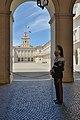 Quirinale corazziere di guardia cortile interno Quirinale Roma.jpg