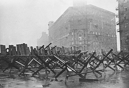 Barricades in a Moscow street, October 1941 RIAN archive 604273 Barricades on city streets.jpg