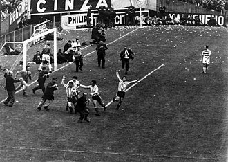 1967 Intercontinental Cup - Racing players celebrating the first goal scored by Raffo in Avellaneda