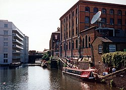 Regents Canal & LNWR Interchange Building 1998.jpg